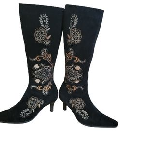 Nice embroided knee  high boots  high heel